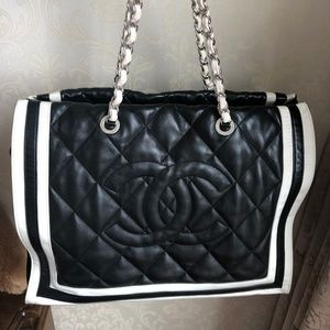 29085644cf8a45 CHANEL. LAMBSKIN SHOPPING TOTE BLACK